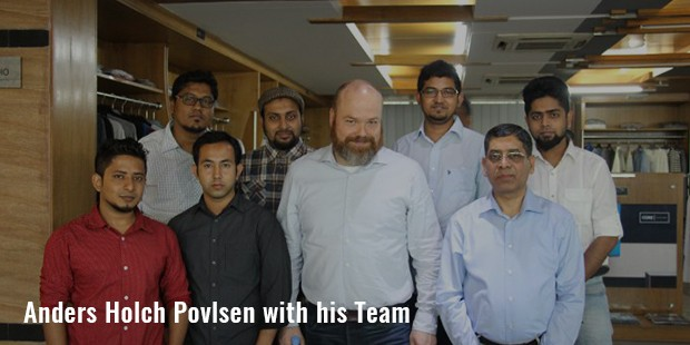 anders holch povlsen with his team