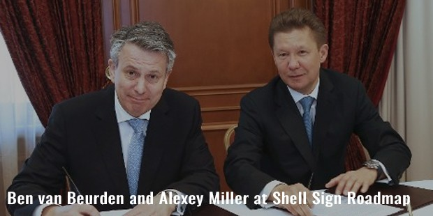 ben van beurden and alexey miller at shell sign roadmap