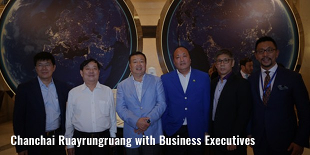 chanchai ruayrungruang with business executives image
