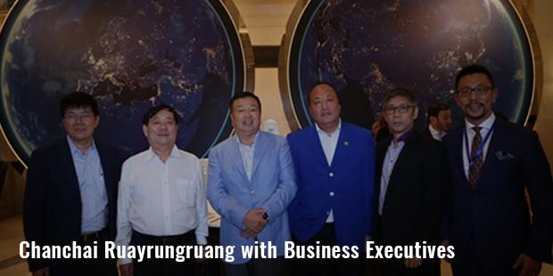 chanchai ruayrungruang with business executives image