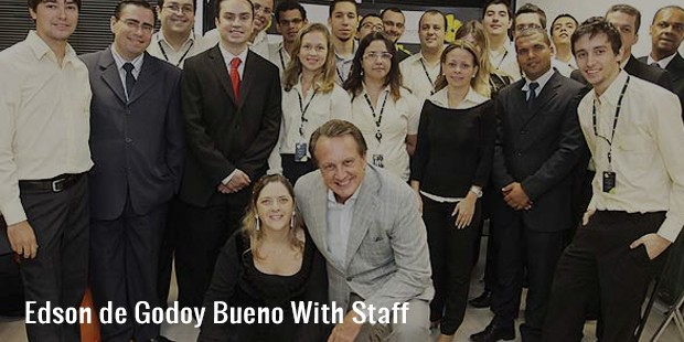 edson de godoy bueno with staff