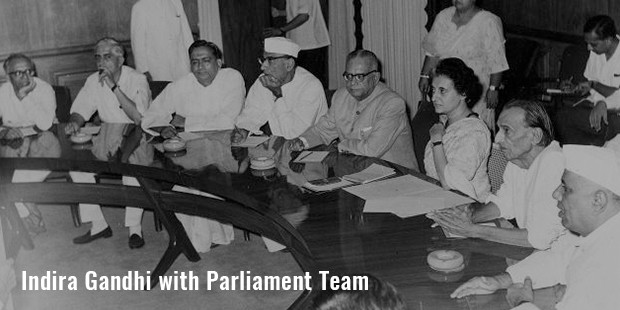 indira gandhi with parliament team