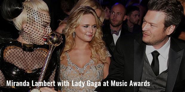 miranda lambert with lady gaga at music awards
