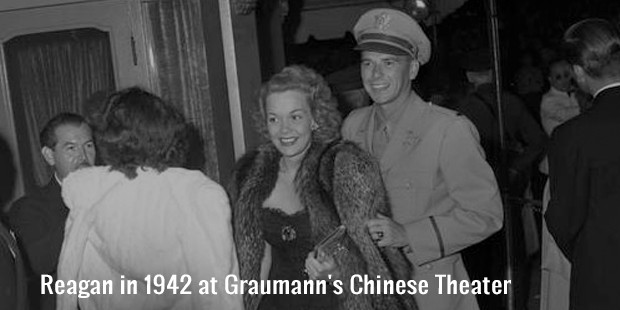 reagan in 1942 at graumann s chinese theater