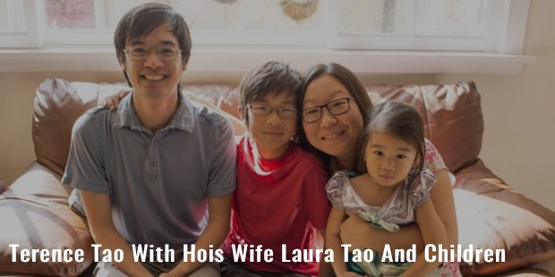 terence tao with hois wife laura tao and children