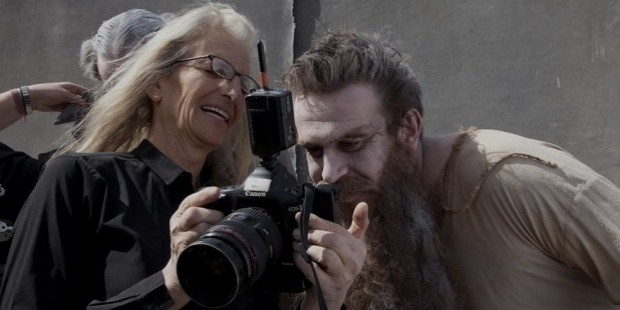 annie leibovitz takes pictures of  hitchhiking ghosts