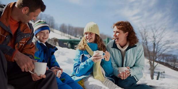 hero boyne winter family drinking coco 01