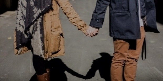holding hands 1031665