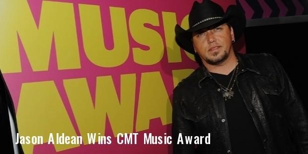 jason aldean wins 2012 cmt music award