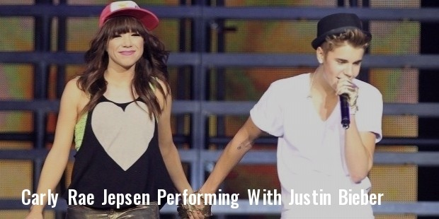 justin bieber and carly rae jepsen perform together in canada