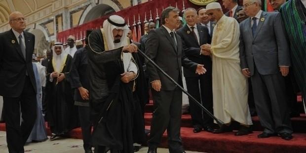 king abdullah is escorted by turkish president abdullah gul as lebanese prime minister najib mikati,