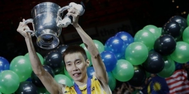 lee chong wei with all england trophy