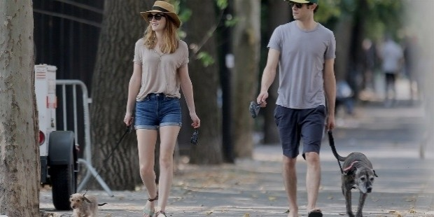 leighton meester adam brody cutest dog walking couple 14