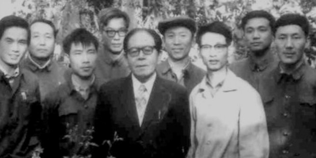 li keqiang, second from right, stands with classmates at the home of the peking