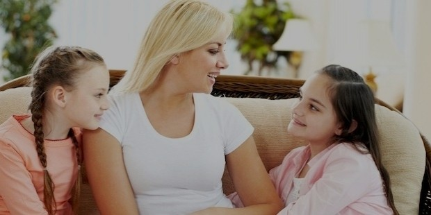 mother talking daughters
