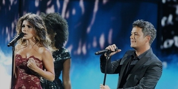 paula fernandes  l  and alejandro sanz perform onstage