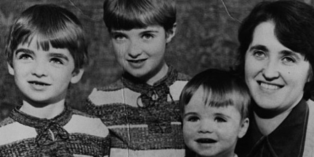 peggy gallagher with her sons noel, paul and liam in the mid 1970