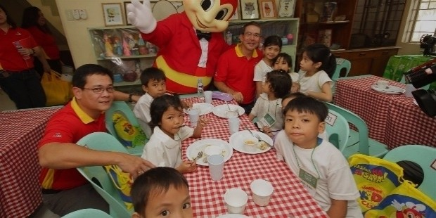 jollibee corporation history (phs:jfc), the ninth-largest fast food company in the world and asia's   jollibee's founder and current chairman, tony tan caktiong, owned.