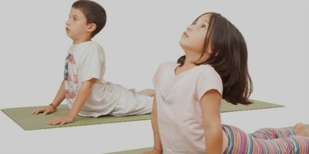 photo big kids yoga