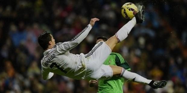 ronaldo air kick