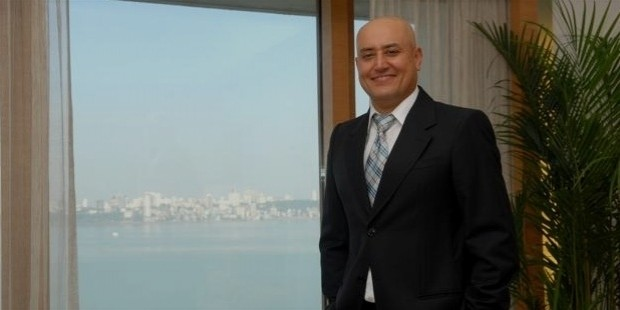 sabeer bhatia the man behind hotmail Sydney, australia -- sabeer bhatia is a man not short on ideas the man who extracted $400 million from microsoft corp by selling it hotmail is planning to launch a new venture countering.