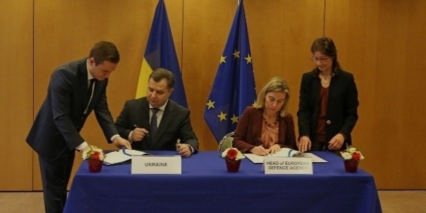 stepan poltorak and federica mogherini sign administrative agreement