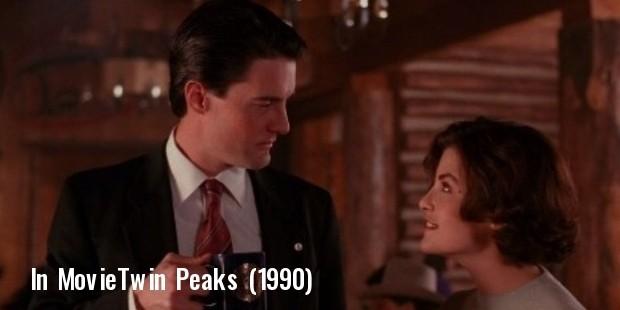 still of sherilyn fenn and kyle maclachlan in twin peaks  1990