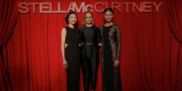 tan yuan, stella mccartney, and bonnie chen at the designers shanghai black tie event