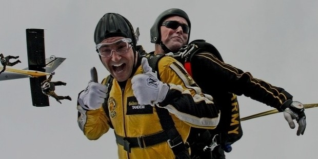 tandem skydivers 603631