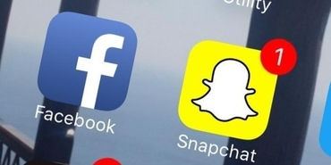 Facebook vs Snapchat : The Battle of Social Networking Giants