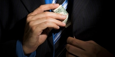 5 Signs That You are Suffering From Money Addiction