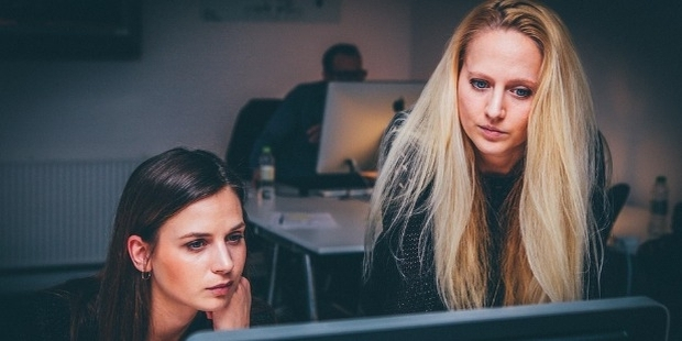 5 Ways to Deal with a Co-Worker Who's the Boss's Pet