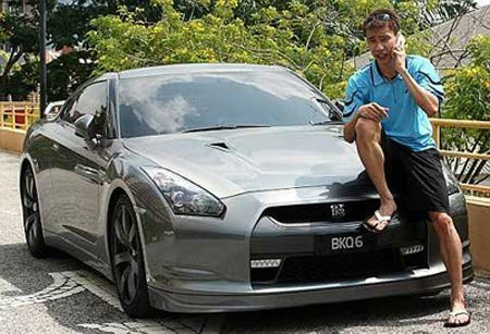 Lee on His Nissan GT-R