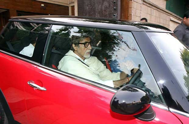 Amitabh and his family in Mini Cooper