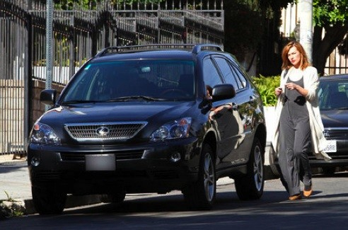 Milla Jovovich With His Lexus RX350
