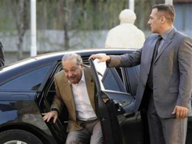 Carlos Slim Helu stepping out from his Audi