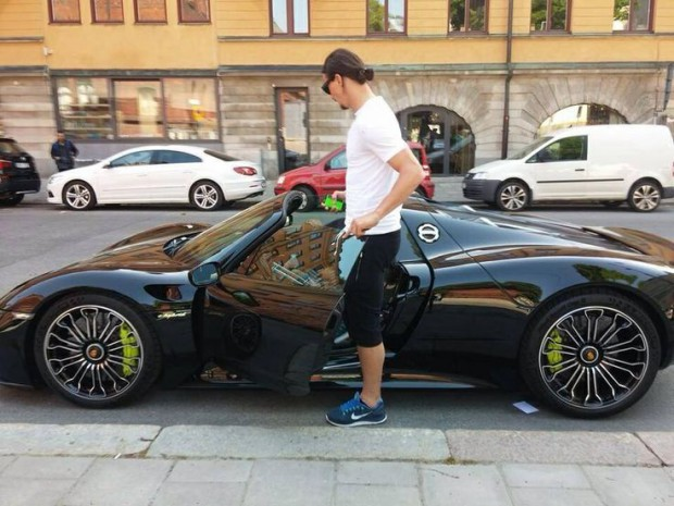 Zlatan stepping into his Porsche