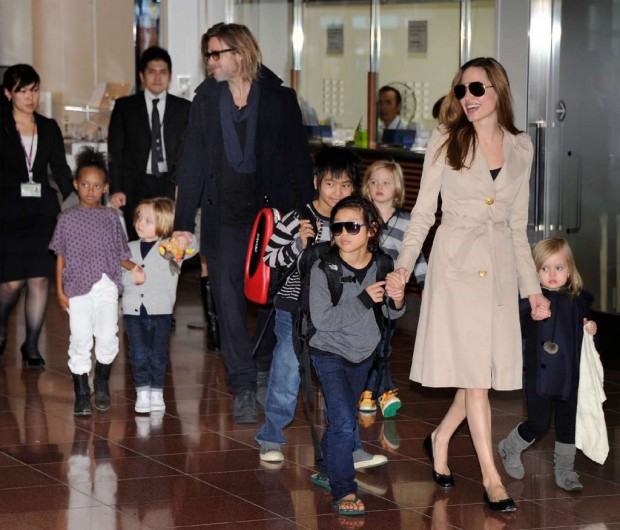 Angelina Jolie and Brad Pitt withKids