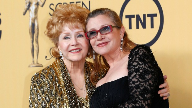 Carrie Fisher with her mom Debbie Reynolds at Screen Actors Guild awards