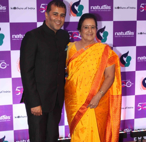 Chetan Bhagat Along With his Mother