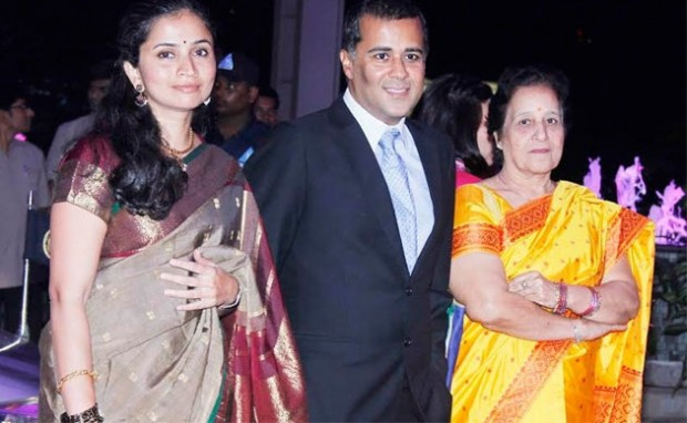 Chetan Bhagat Wife Anusha and his Mother at IBN Live