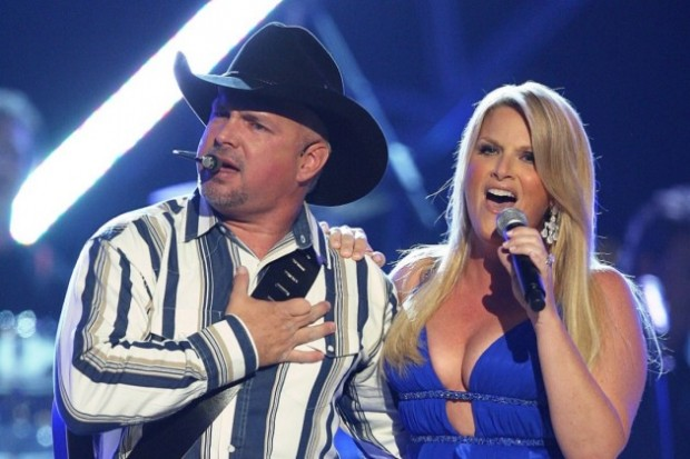 Garth Brooks Singing with his Wife Trisha Yearwood