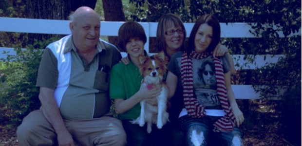 Justin Bieber with His Grand Parents and His Mom