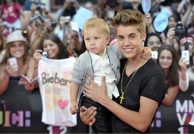 Justin With His Brother at Billboard Music Awards