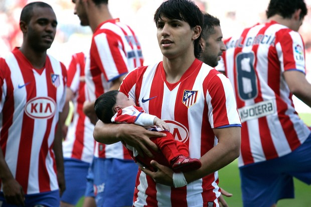 Kun Aguero with his son during Atletico Madrid