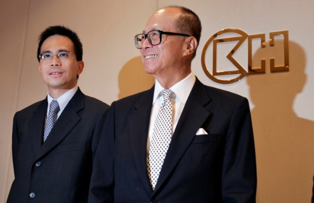 Viktor Li and his dad Li Ka Shing at a meeting