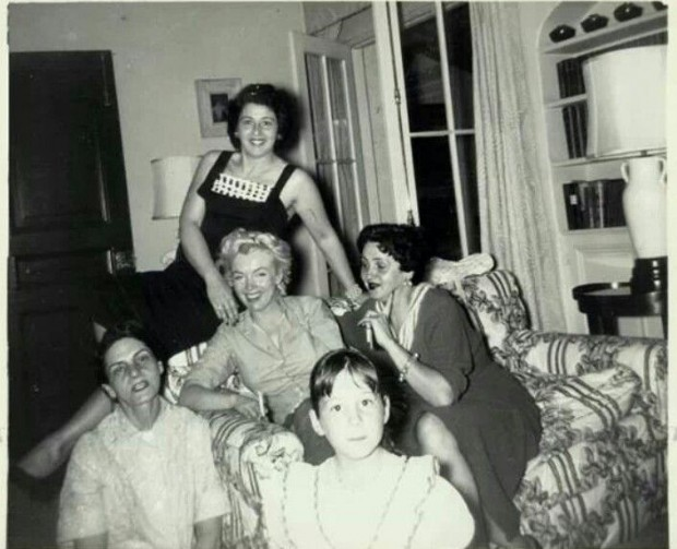 Marilyn Monroe with the Dimaggio Family