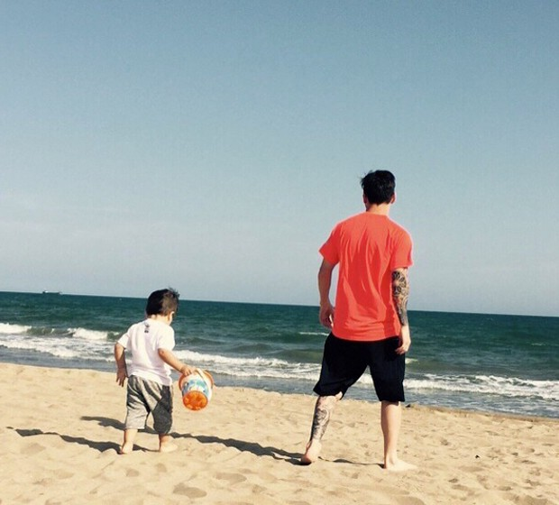 Messi with his son on beach