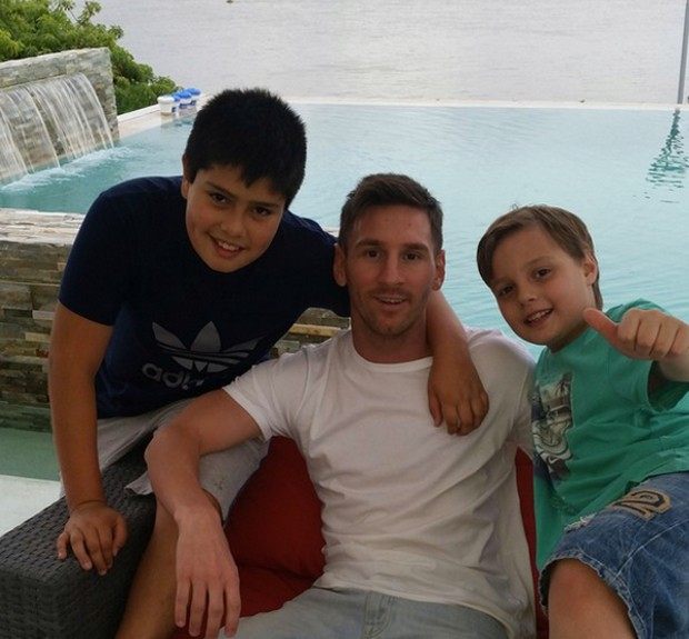 Lionel Messi with his Nephews