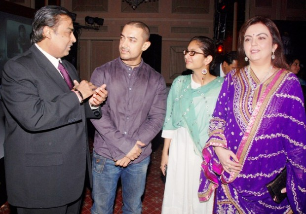Mukesh Ambani And Nita Ambani With Aamir Family At Award Ceremony Function In Mumbai